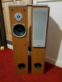 Grundig floor standing speakers