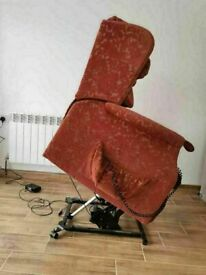CAN DELIVER - DUAL MOTOR SHERBORNE RISE AND RECLINER CHAIR IN IN GOOD CONDITION
