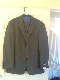 "Tailored Grey suit, new with tag, chest 40"", trouser 32W 31L"