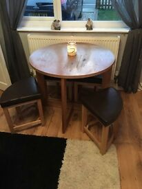 Table ( space saver ) stools x4