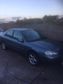 Ford Mondeo silver 2000 Hatch back 2.0 petrol