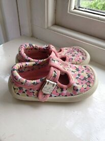 Clarks girl shoes - Size 5.5 F