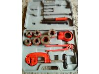 Pipe cutting tools