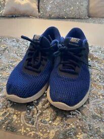 Men/ teens Uk 7 Nike revolution trainers.