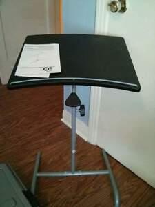 Petite table ajustable pour portable