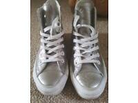 Silver leather converse Size uk4