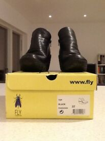 FLY LONDON YIP ankle boots in black leather size 37 (good condition)