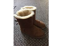 Girls size 1 genuine bailey bow ugg boots