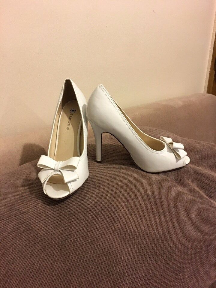 Shoes size 5. Wedding shoes. Price for new 120in Beeston, West YorkshireGumtree - Shoes suitable for wedding and just wear size uk 5, eur 38 White shoes in very good condition from famous designer. I bought this shoes in Europe and wear only one time on my wedding. Price for new shoes £120