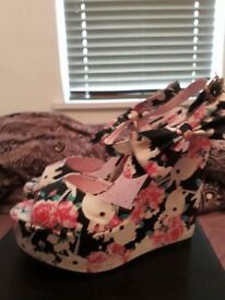Size 39 (6) iron fist buns 'n' roses wedge