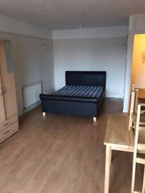 big studio flat in EN3 5SY enfield