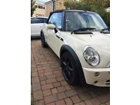 Mini Cooper Sidewalk Limited Edition Convertible in white - Chili Pack