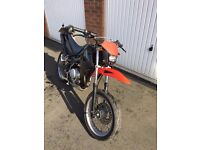 Yamaha XT 125 SUPERMOTO 2007 only 7000 miles Alarm, immobilizer two fobs, starts by fobkey Hot grips
