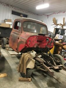 54 international harvester r 110 with 2002 gmc parts truck