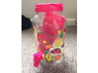 Plastic summery drinks dispenser with 4 pink plastic cups