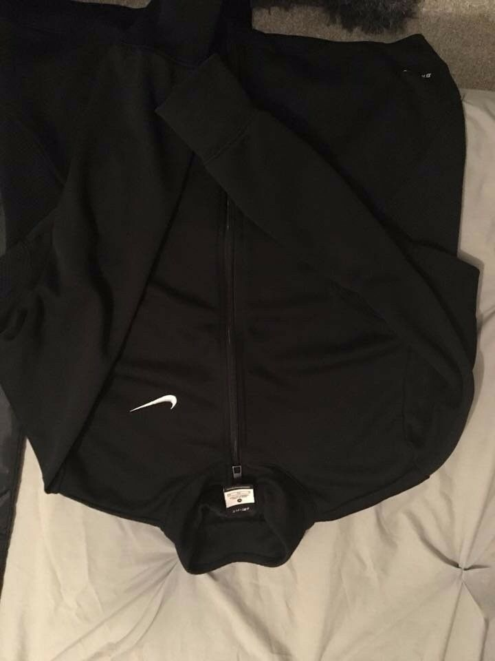 1c6171bd5832 Black nike dryfit zip up jacket size xl but nore like a small medium
