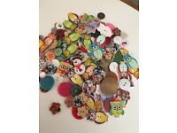 Mixed wooden & plastic buttons