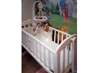 Mamas & Papas Swinging crib with bedding bundle and mattress included