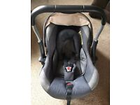 Silver Cross Rear Facing Newborn Car Seat with Isofix Base. Second hand but in great condition.