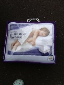 Cot bed duvet and pillow set