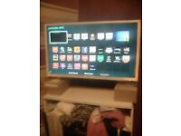 32 INCH WHITE LCD SMART TV