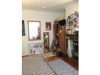 V Large Double Room - Herne Hill - Short Term Let