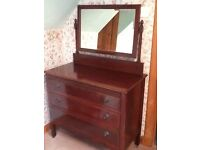 Chest of Drawers/mirror