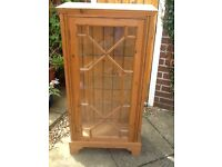 Pine display cabinet with 3 Glass shelves