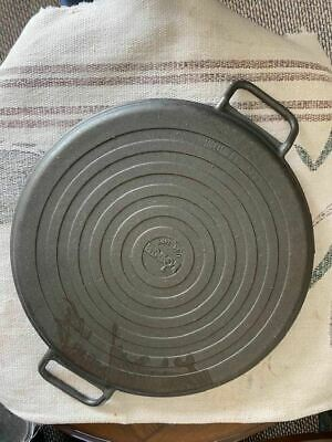 LODGE CAST IRON 2-HANDLE PIZZA BAKING PAN 14 3/4""