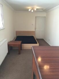 Fully Furnished studio flat on Walton Road Woking, surrey. All bill INCLUDED. Only £750