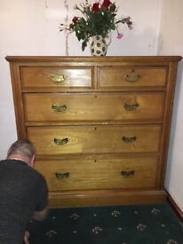Beautiful large antique oak chest of drawers