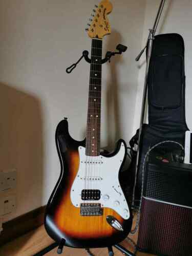 Squier by Fender vintage modified Stratocaster HSS electric guitar + gig bag