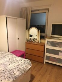 AVAILABLE NOW big and spacious double room in Mile End
