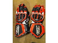 RST Tractech Evo Groves in Red/Size Large