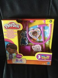 Doc Mcstuffins Play-Doh set and EXTRA sealed tubs of Play-Doh
