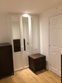 Room Only! En-Suite Double Room Modern Apartment Canary Wharf South Quay Isle of Dogs
