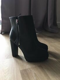 NEW H&M boots size 3.5