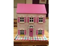Dolls house. Wooden dolls house in excellent conditions with furniture and figures.