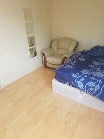 Spacious Double Room in Friendly House in Colindale - AVAILABLE NOW !