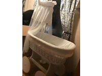 Moses basket/crib on wheels
