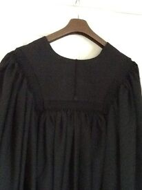 GRADUATION ROBE UNIVERSITY ACADEMIC GOWN. Mortarboard included
