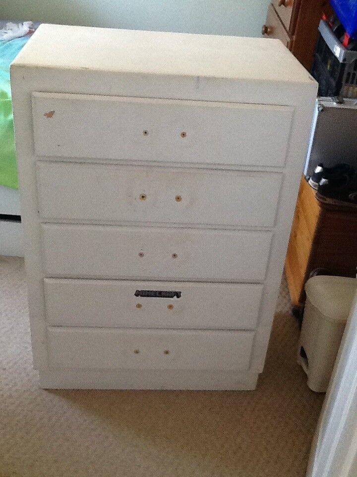 Wooden chest of drawers - needs refurbishment