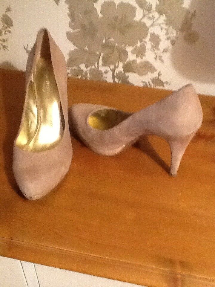 Nine West Beige Suede Shoes