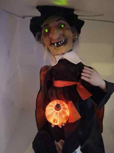 """HALLOWEEN 21"""" WITCH RENNOC ANIMATED LIGHT UP Eyes Pumpkin Eerie sounds READ"""