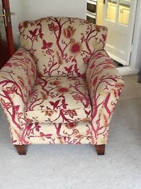 2 excellent armchairs hardly used