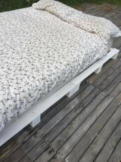 Chic White Pallet Bed Base