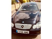 Black mercedes car with very low mileage in an excellent condition, only 1 owner
