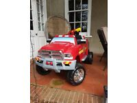 KidTrax 12V Dodge Ram 3500 Fire Engine Ride On Car Truck with Detachable Water Gun (3-7 Years)