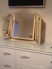 Dressing table 3-way mirror