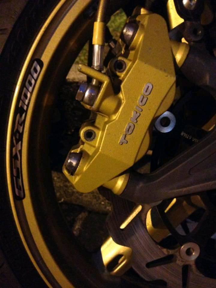Suzuki GsxR1000 black and gold